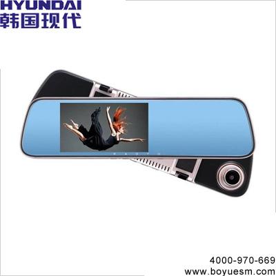 女人行车记录仪
